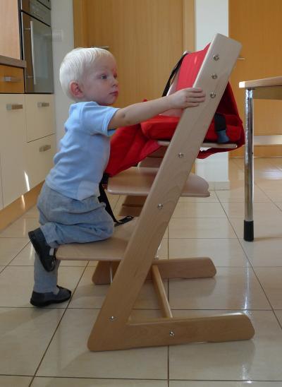 Drevený stupienok k detskej rastúcej stoličke JITRO navyše