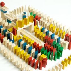 EkoToys Drevené domino farebné 830 ks