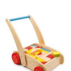 Drevené chodítko kocky ve vozíku