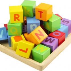 Dřevěné kostky s abecedou