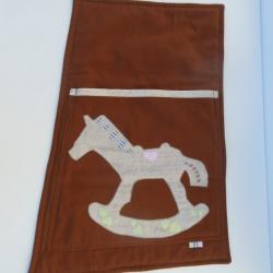 Bočná výplň k stolu Jitro Cré-acti - Kapsár s jedným vreckom Koník