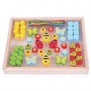 Bigjigs Toys Drevené hračky - Navliekacie korálky Lúka