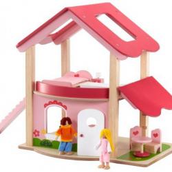 Drevený domček s bábikami a nábytkom