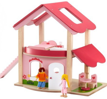 Dřevěný domeček s panenkami a nábytkem