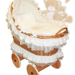 Proutěný koš Viktorie s  vybavením Medvědí rodinka