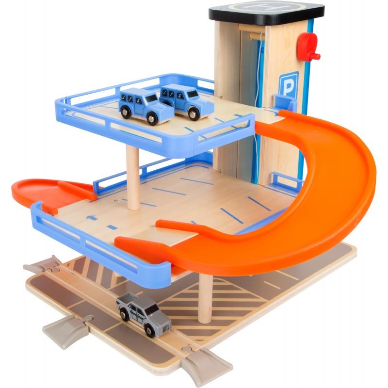 Dřevěná patrová garáž s výtahem