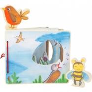Small Foot Drevená obrázková knižka s včielkou