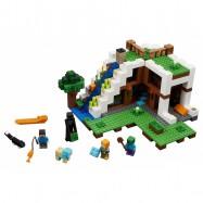 LEGO® Minecraft™ Základna ve vodopádu 21134