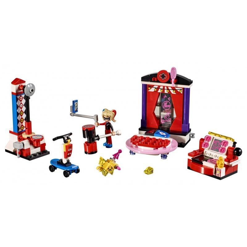 LEGO® Super Heroes Studentská kolej Harley Quinn 41236