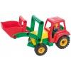 Aktivní traktor se lžící