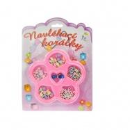 Korálky ve tvaru květiny na kartě