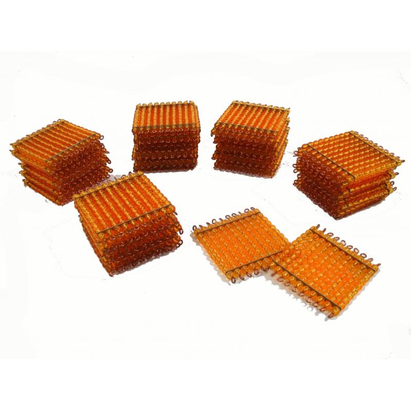 45 kusů zlatých perlových stovkových čtverců