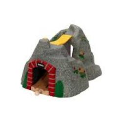 Kamenný tunel so zvukovým systémom