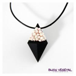Živé šperky - Náhrdelník Diamant černý s trvalými bílými květy