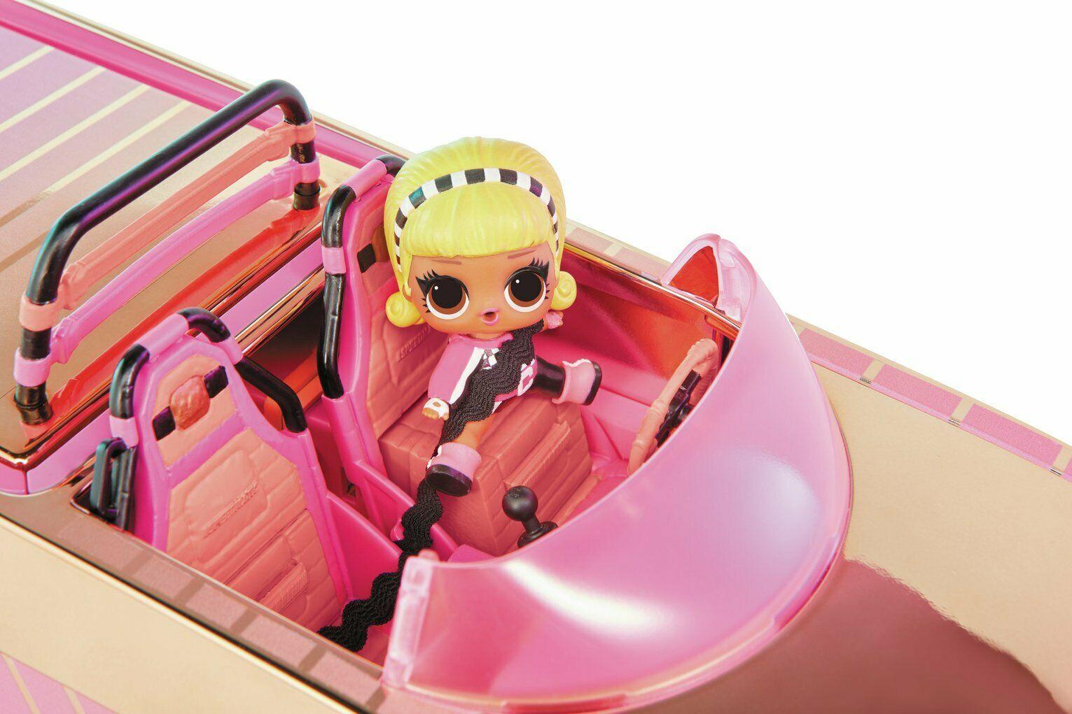 L.O.L. Luxusní auto s bazénem a tanečním parketem