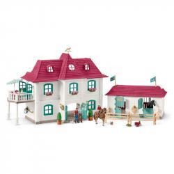 Veľký dom so stajňou a príslušenstvom