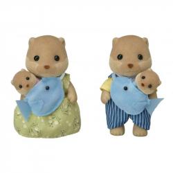 Rodina vydry sa 2 bábätkami